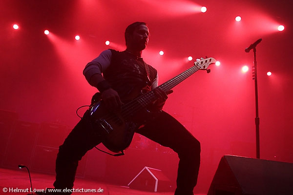 alterbridge131104_hl_4229-13