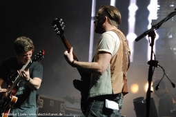 kingsofleon130620-19