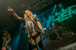 steelpanther191109_hl-2375