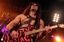 steelpanther121103_hl_5200