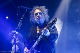 thecure161110_hl-12