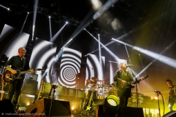 thecure161110_hl-16