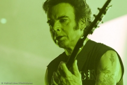 thecure161110_hl-28
