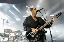 thecure161110_hl-30