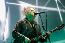 thecure161110_hl-20
