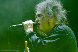 thecure161110_hl-25