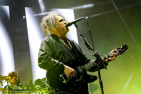 thecure161110_hl-15