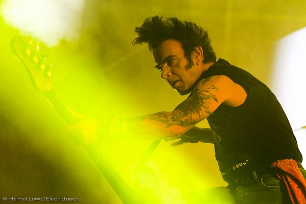 thecure161110_hl-19