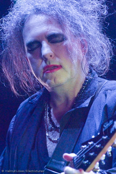 thecure161110_hl-24