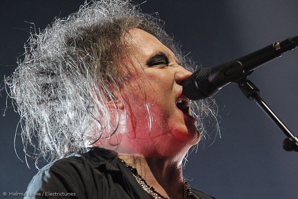 thecure161110_hl-33