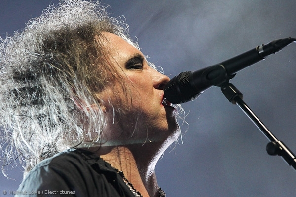 thecure161110_hl-35