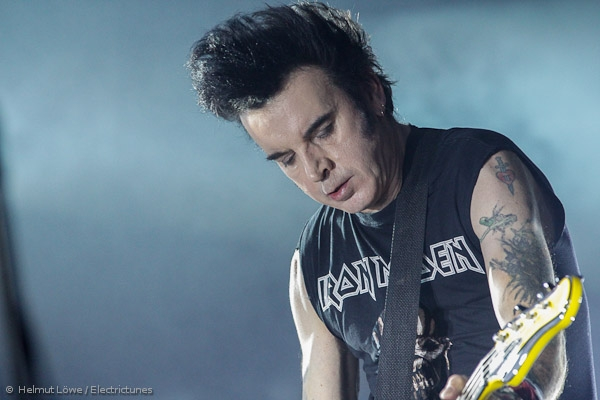 thecure161110_hl-36