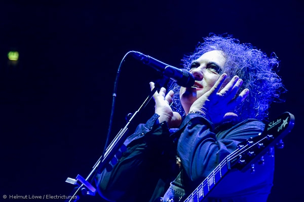 thecure161110_hl-37