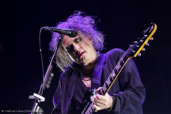 thecure161110_hl-39