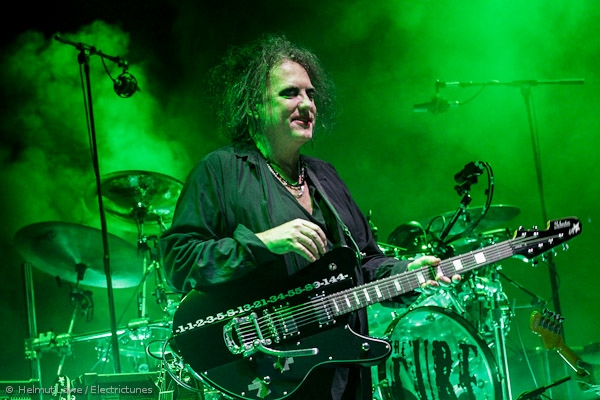 thecure161110_hl-40