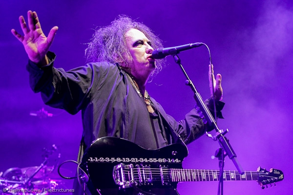 thecure161110_hl-41
