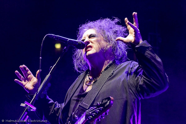 thecure161110_hl-43