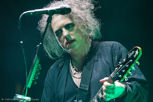 thecure161110_hl-44