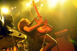 wolfmother100130_0351_hl_500x336