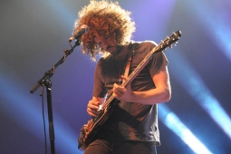 wolfmother100130_0416_hl_500x336