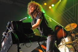 wolfmother100130_0430_hl_500x336