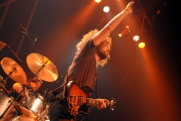 wolfmother100130_0539_hl_500x336