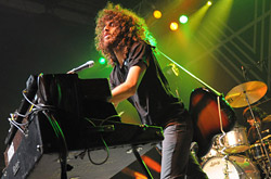 wolfmother100130_0430_hl_250x165